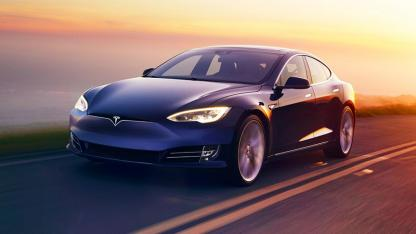 Tesla Model S - in voller Fahrt