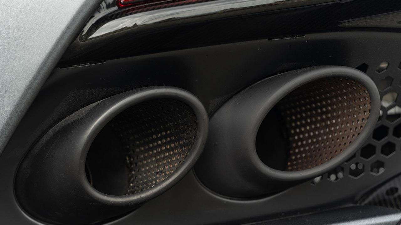 Aston Martin DBS Superleggera - Auspuffrohre