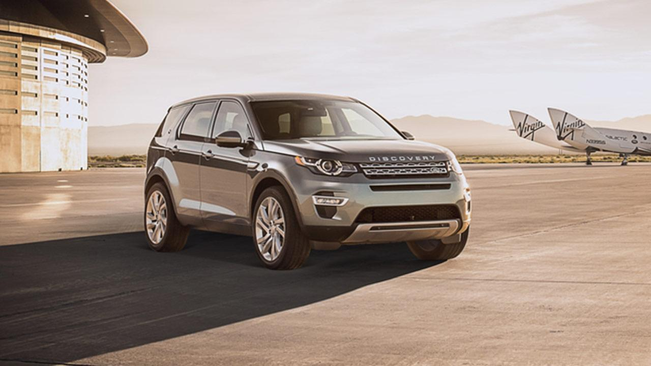 Land Rover Discovery Sport - am Flugfeld