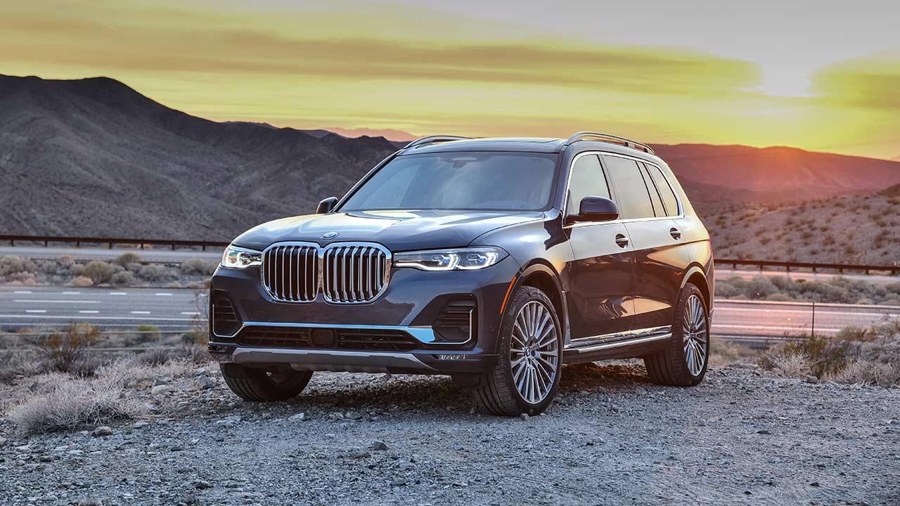 BMW X7 - im Sonnenaufgang