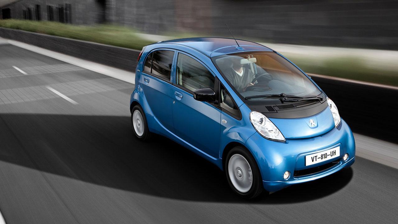 Peugeot iON - in voller Fahrt