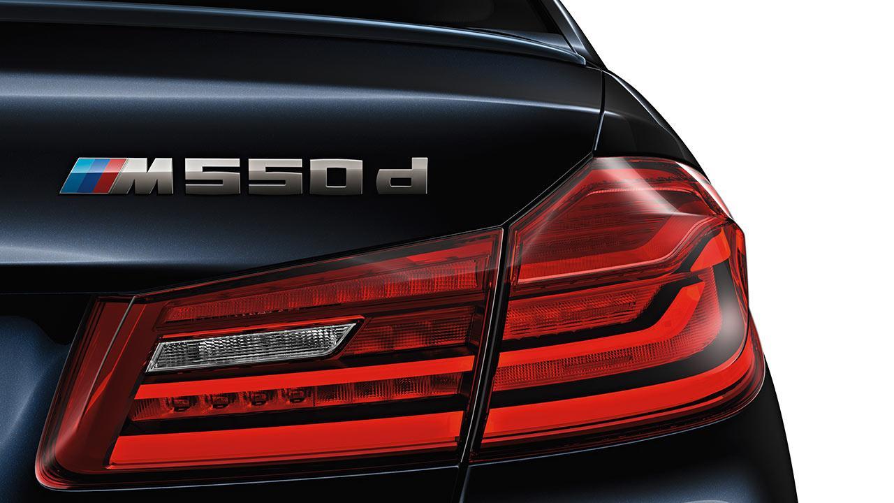 BMW M550d xDrive Limousine - Schriftzug