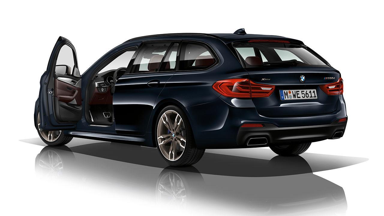 BMW 5er Touring - Heckansicht mit offener Tür