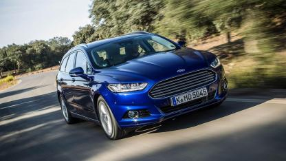 Ford Mondeo Turnier - in voller Fahrt