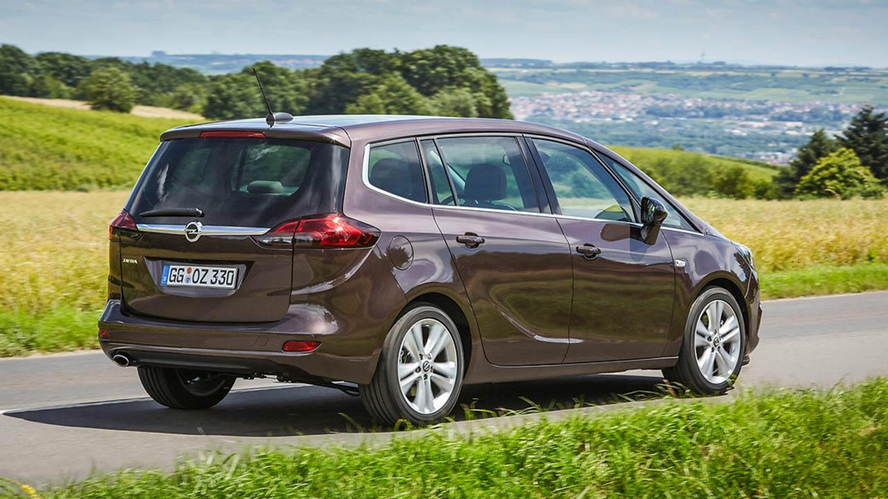 Opel Zafira - auf der Landstraße