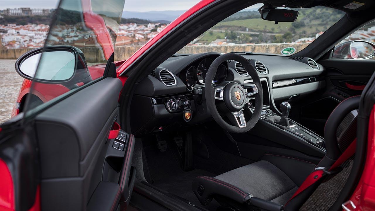 Porsche 718 Cayman - Cockpit
