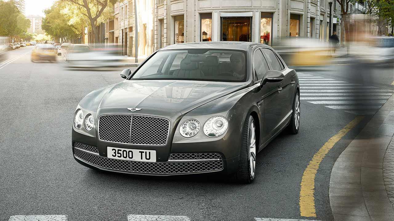 Bentley Flying Spur W12 - im Stadtverkehr