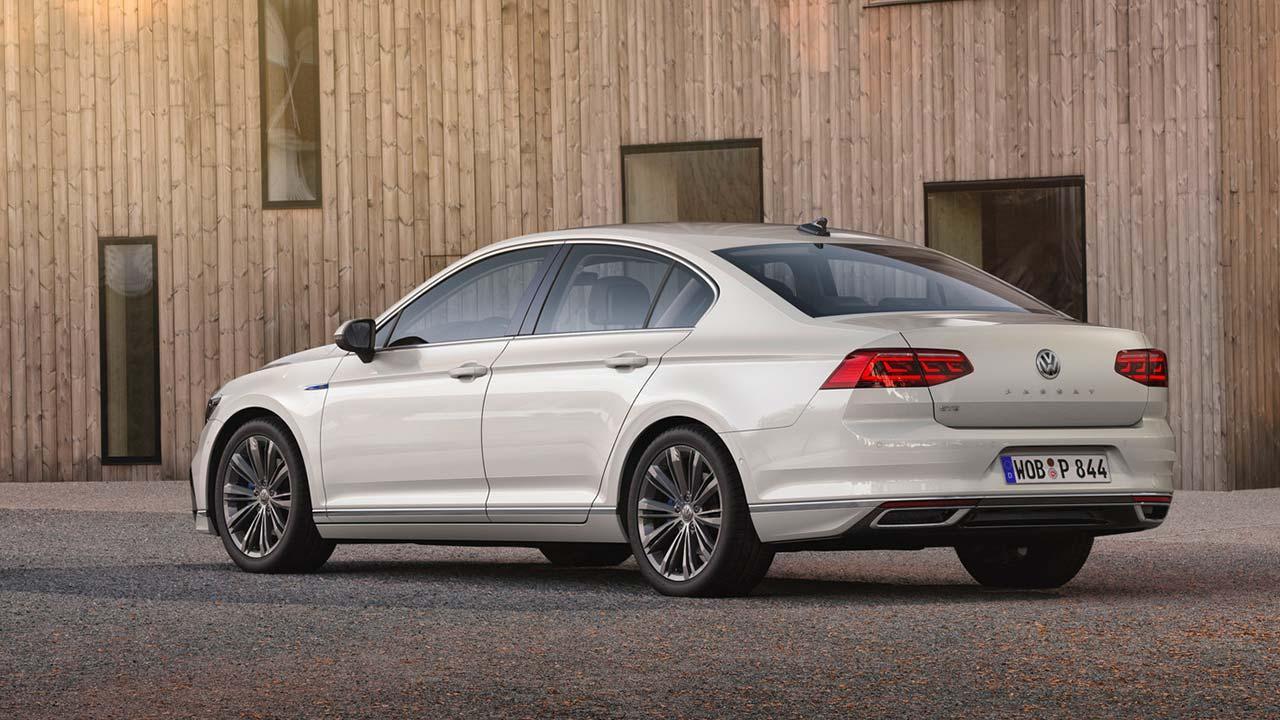 Volkswagen Passat GTE - Heckansicht