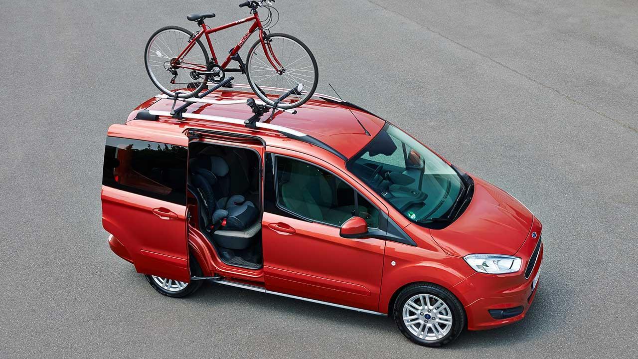 Ford Tourneo Courier - von oben mit offener Schiebetür
