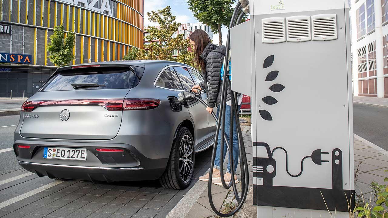 Mercedes-Benz EQC - an der Stromtankstelle